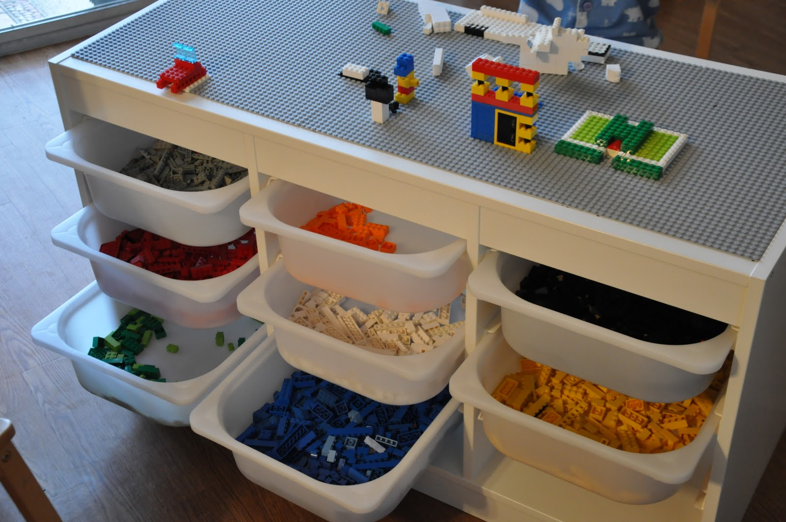 adv lego table